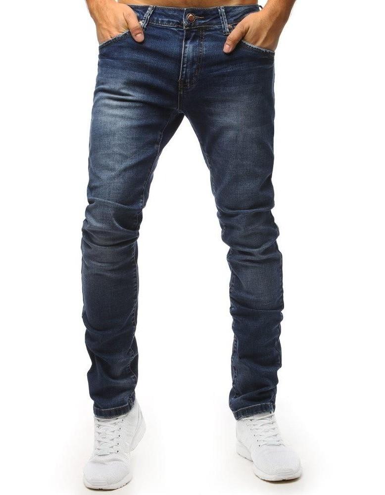 Modré džíny jsou velkými čepicemi UX1317