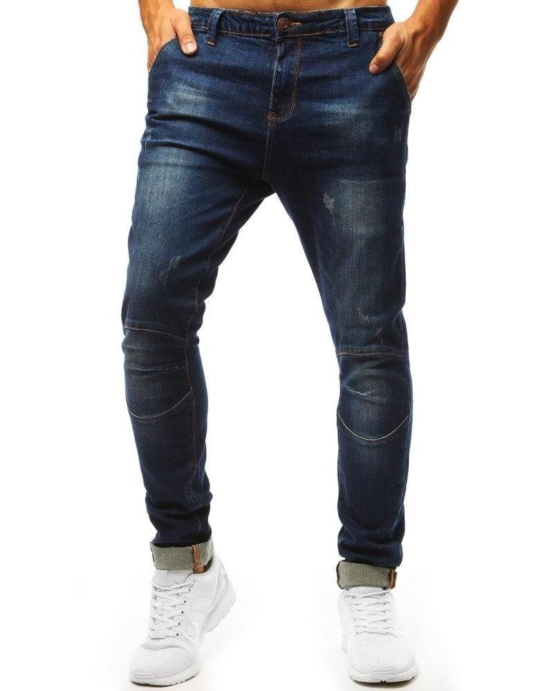 Modré džíny jsou velkými čepicemi UX1366